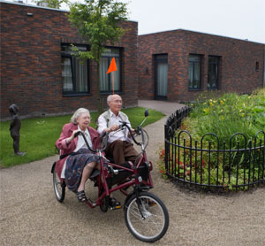 Ride on a dual-bike. demetia Village Hogeweyk